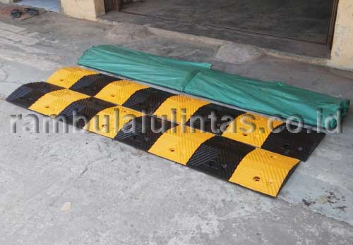 Rubber Speed Bump 1 Meter